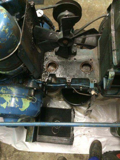 Foto 1/2 van een Lanz Bulldog D 2016, Lek opsporen van koelvloeistof.. Geplaatst door TurnMeLoose op 23-12-2015 om 16:53:51, met 4 reacties.