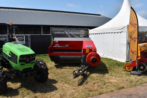 Foto van een Lely Balenpers. Geplaatst door jordi 1455 op 01-08-2019 om 22:42:20, op TractorFan.nl - de nummer 1 tractor foto website.