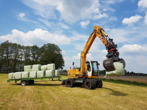 Foto van een Liebherr 900 litronic aan het balen laden. Geplaatst door Fordje4600 op 28-05-2019 om 09:13:52, met 29 reacties.