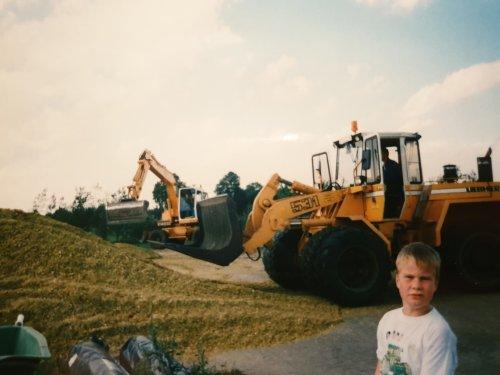 Loonbedrijf Medo- Ruurlo. Rond 1996 thuis helpen mais inkuilen. Altijd vrijdags ziek van school zodat ik kon helpen 😂😜