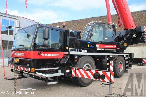 Op deze foto staat Mammoet Nederland B.V. met een Liebherr LTM1040, opgebouwd als hijskraan.. Geplaatst door Alex Miedema op 10-10-2016 om 10:57:42, op TractorFan.nl - de nummer 1 tractor foto website.