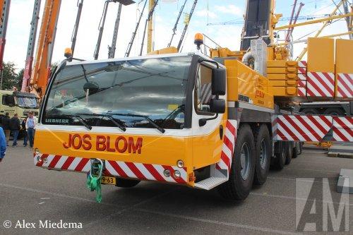 Op deze foto staat Jos Blom met een Liebherr LTM1300, opgebouwd als hijskraan.. Geplaatst door Alex Miedema op 10-10-2016 om 12:09:04, op TractorFan.nl - de nummer 1 tractor foto website.