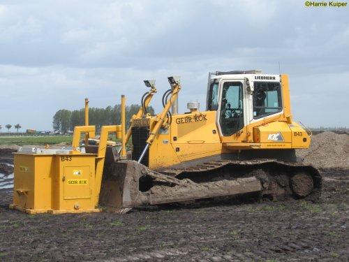 Foto van een Liebherr bulldozer van Gebr Kok ( Bakkeveen ). Geplaatst door oldtimergek op 25-06-2021 om 11:17:21, met 2 reacties.