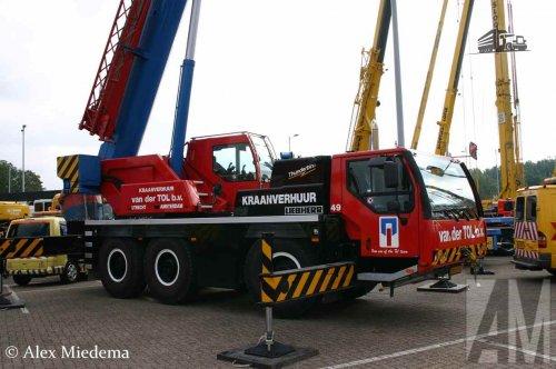 Kraanverhuur en Transportbedrijf van der Tol b.v. op de foto met een Liebherr LTM1045, opgebouwd als hijskraan.