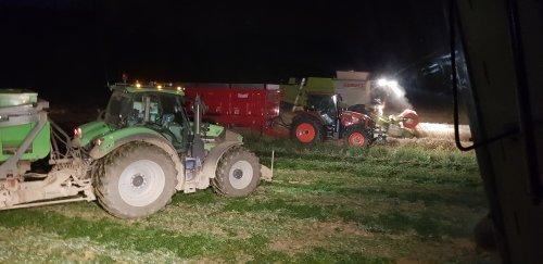 Gezellige drukte tot een gat in de nacht!. Geplaatst door mike_v op 02-08-2019 om 12:14:50, op TractorFan.nl - de nummer 1 tractor foto website.