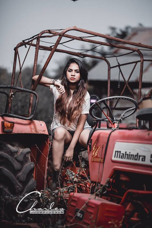 Picture Mahindra Lady