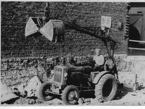 Foto van een M.A.N.-Büssing onbekend/denk toch wel een van de eerste kraantjes op een tractor.. Geplaatst door newholland- op 28-03-2021 om 16:38:58, met 13 reacties.