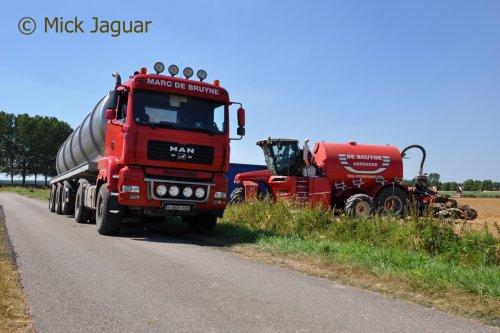 M.A.N TGA 18-440 met tankoplegger en Vervaet Hydro Trike XL. Loonwerken De Bruyne uit Assenede (B)  Filmpje? -> https://www.tractorfan.nl/movie/46730/