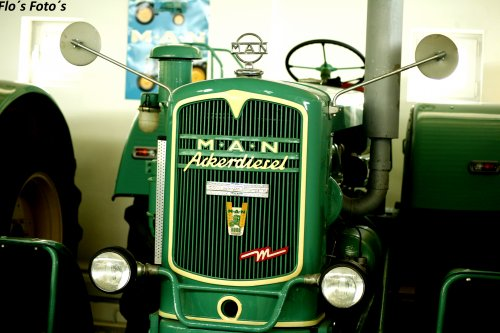 Foto van een M.A.N 4S2 poseren in de trekkermuseum van Oskar Vogel Paderborn. Geplaatst door Florian op 14-01-2017 om 20:50:41, op TractorFan.nl - de nummer 1 tractor foto website.