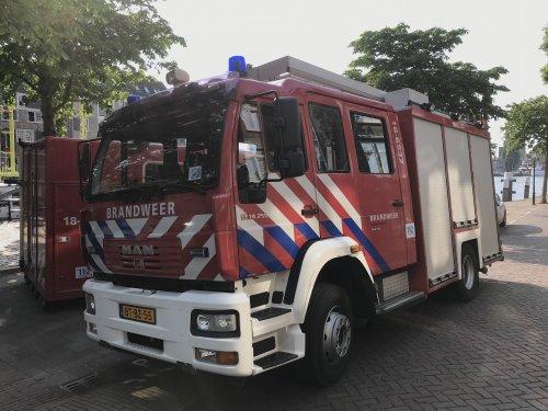 Foto van een MAN M2000, opgebouwd als brandweer.. Geplaatst door xrayjaco op 29-05-2018 om 12:23:21, op TractorFan.nl - de nummer 1 tractor foto website.