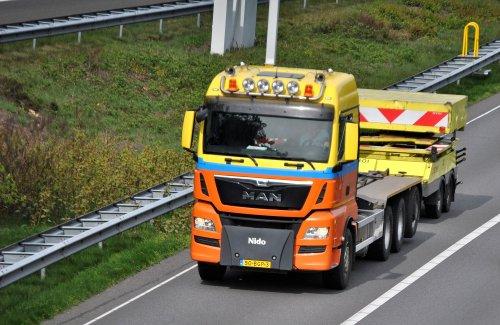 Foto van een MAN TGX van De Jong Zuurmond (Beesd) ×.. Geplaatst door Lucas Ensing op 21-06-2019 om 23:19:32, op TractorFan.nl - de nummer 1 tractor foto website.