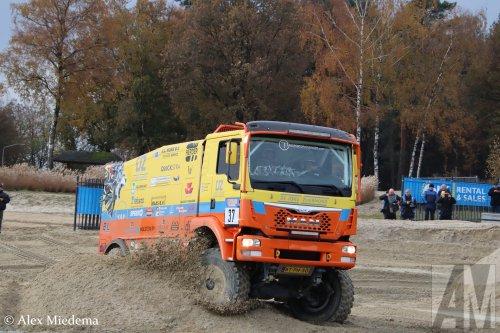 De Jong Zuurmond (Beesd) × op de foto met een MAN TGS 2nd gen, opgebouwd als rallytruck.  https://www.youtube.com/watch?v=LM5oixWEGl8
