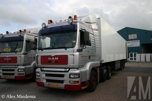 Jan Moeijes Transport B.V. (Nibbixwoud) × op de foto met een MAN TGA, opgebouwd voor koeltransport.