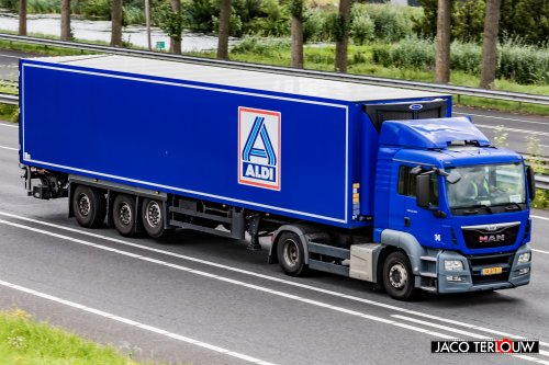 Foto van een MAN TGS 2nd gen, opgebouwd met gesloten opbouw.. Geplaatst door xrayjaco op 30-07-2020 om 11:41:02, op TractorFan.nl - de nummer 1 tractor foto website.
