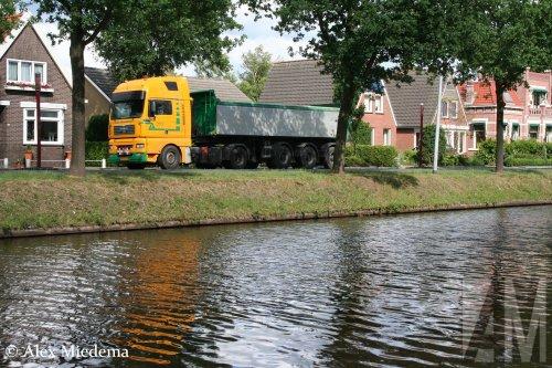 Nico Transport (Hoogezand) × op de foto met een MAN TGA, opgebouwd als dumper / kipper.. Geplaatst door Alex Miedema op 06-08-2020 om 12:45:33, op TractorFan.nl - de nummer 1 tractor foto website.
