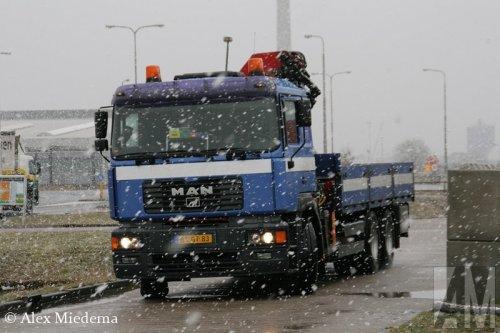 Foto van een MAN FE410A, opgebouwd als open laadbak.. Geplaatst door Alex Miedema op 04-03-2015 om 12:39:54, op TractorFan.nl - de nummer 1 tractor foto website.