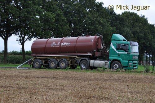 M.A.N TGA 18-430 met tankoplegger, bezig met drijfmest aan te voeren. Transport De Seranno bvba. uit Evergem (B)  Filmpje? -> http://www.tractorfan.nl/movie/40087/
