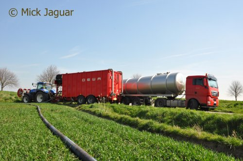 M.A.N. TGX 18.440 met tankoplegger en New Holland T7.270 met DEWA mobiel pompstation. Loonwerken De Bruyne uit Assenede.  Filmpje? -> https://www.tractorfan.nl/movie/44275/
