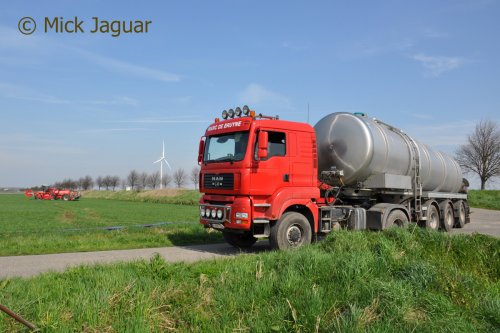 M.A.N TGA 18.440 met tankoplegger. Loonwerken De Bruyne uit Assenede.  Filmpje? -> https://www.tractorfan.nl/movie/44275/