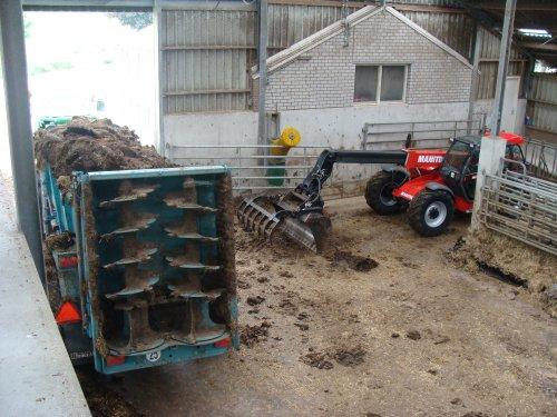 Manitou maniscopic bezig met stal uitmesten lekker tonnen laaie. Geplaatst door janrus op 01-06-2008 om 12:50:29, met 12 reacties.