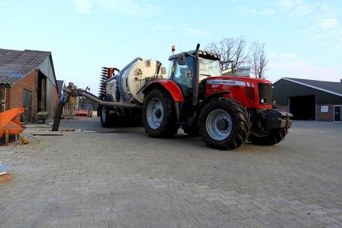 Tankje volladen.  https://youtu.be/DqCC3-gsFao. Geplaatst door pekkerietfan op 09-03-2018 om 22:46:26, op TractorFan.nl - de nummer 1 tractor foto website.