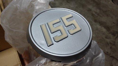 De typeplaatjes van de 155 proberen op te knappen. Nieuw zijn ze niet meer te krijgen, dus het is de moeite waard om er wat moeite in te steken.