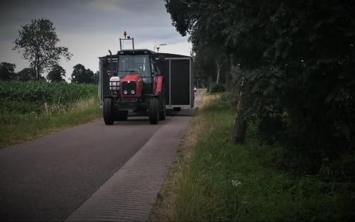 Foto van een Massey Ferguson 5435 met een zelfgebouwde mobiele melkstal.. Geplaatst door Tractor TV op 11-07-2018 om 22:26:12, op TractorFan.nl - de nummer 1 tractor foto website.