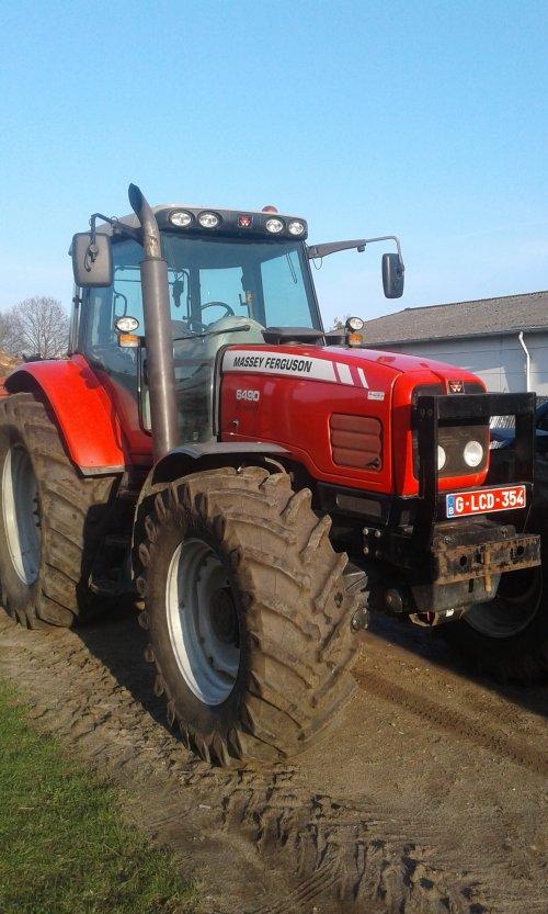 mf 6490 aan het rusten in de zon. Geplaatst door Fred6490 op 01-10-2018 om 13:27:13, op TractorFan.nl - de nummer 1 tractor foto website.