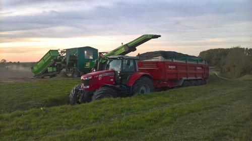Foto van een Massey Ferguson 7620 Karreke vol. We kunnen weer naar huis.. Geplaatst door nielsve op 08-10-2018 om 18:31:47, op TractorFan.nl - de nummer 1 tractor foto website.