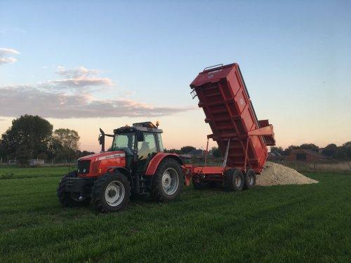 Transport 👍🏻. Geplaatst door mf-6265 op 15-10-2018 om 19:55:13, op TractorFan.nl - de nummer 1 tractor foto website.