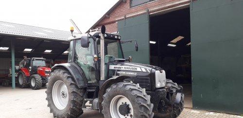 Op deze foto is Smeitink Hummelo (Hummelo) × actief met een Massey Ferguson 6480.. Geplaatst door smeitink op 20-03-2019 om 18:54:31, met 24 reacties.