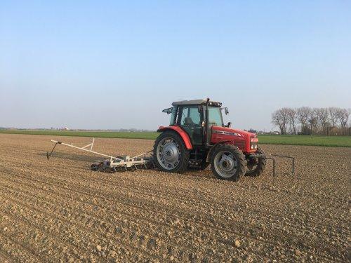 Na de uien ook de bieten gezaaid vant weekend.. Geplaatst door mf-6265 op 01-04-2019 om 21:08:14, op TractorFan.nl - de nummer 1 tractor foto website.