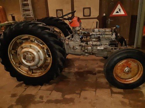 na het afbreken de boel schoon gespoten. Geplaatst door GerbenMF135power op 05-06-2019 om 17:12:24, op TractorFan.nl - de nummer 1 tractor foto website.