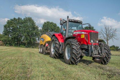 Nog snel een beetje gras bijeen doen en het is weer weekend!  Massey Ferguson 7485 Dyna-VT met New Holland Big Baler 890 Plus Crop Cutter Loonbedrijf Cuyvers - Pelt (B)