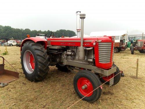 Foto van een Massey Ferguson 97. Geplaatst door MF 2725 op 28-07-2019 om 00:05:27, op TractorFan.nl - de nummer 1 tractor foto website.