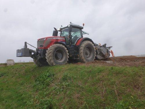 Foto van een Massey Ferguson 8740. Geplaatst door jofnydk op 14-01-2020 om 11:26:49, op TractorFan.nl - de nummer 1 tractor foto website.