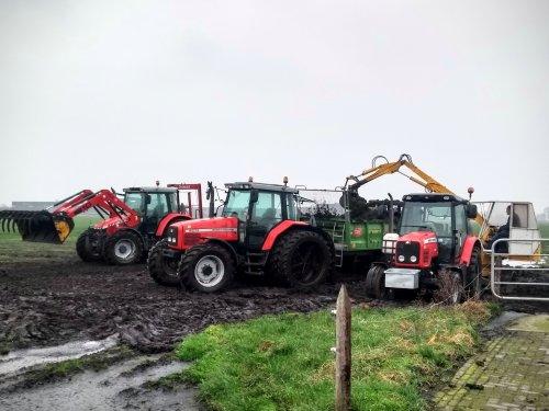 Foto van een Massey Ferguson Meerdere. De mest ligt weer op het land.. Geplaatst door Tractor TV op 08-02-2020 om 21:29:52, met 6 reacties.