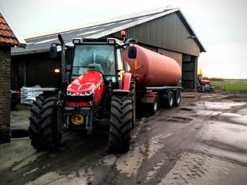 Foto van een Massey Ferguson 5450, vandaag is even laten trekken voor de transporttank.. Geplaatst door Tractor TV op 12-03-2020 om 20:26:51, met 5 reacties.