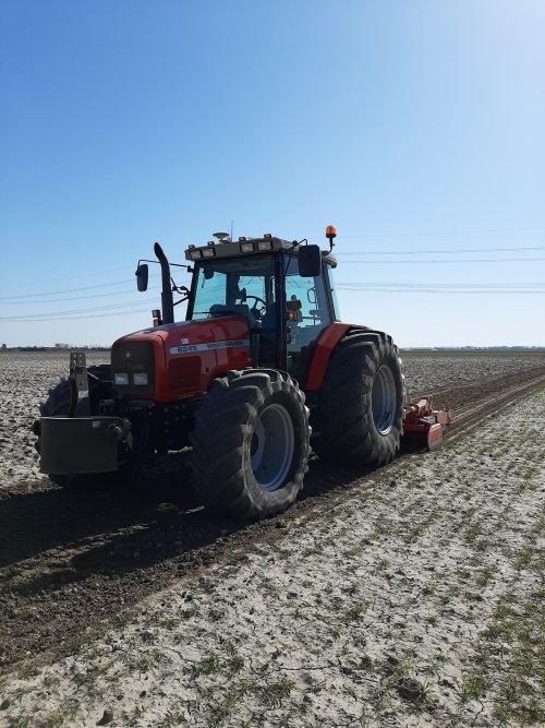 Foto van een Massey Ferguson 6245. Geplaatst door Gijs6245 op 24-03-2020 om 21:00:31, op TractorFan.nl - de nummer 1 tractor foto website.