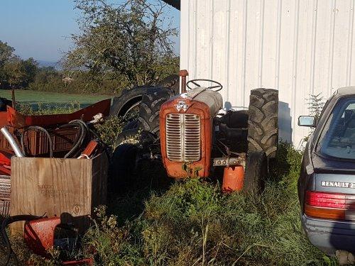 Foto van een Massey Ferguson 37. Geplaatst door collin ihfan op 17-05-2020 om 22:15:47, op TractorFan.nl - de nummer 1 tractor foto website.