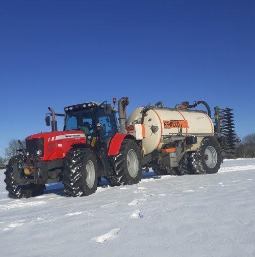 Foto van een Massey Ferguson 6480, klaar voor de mest. Geplaatst door rogier311 op 14-02-2021 om 10:57:20, met 2 reacties.
