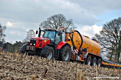 Massey Ferguson 8460 van Agrarische werken Cuyvers met VMR Veenhuis.  Binnenkort meer op [url=http://agrofotografie.wordpress.com][b]Agro[/b][i]Fotografie[/i][/url]