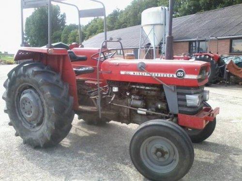Foto van een Massey Ferguson 155.   Te Koop bij Las en Mechanisatie bedrijf Rene Zonneveld. http://www.renezonneveld.nl/