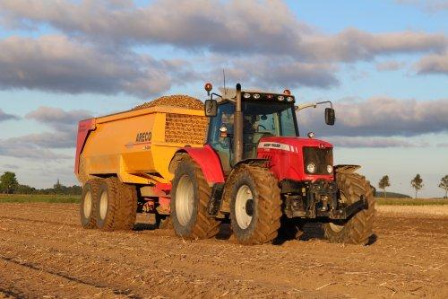 Foto van een Massey Ferguson 7480 met een Areco L650.. Geplaatst door -NEW-HOLLAND- op 02-09-2014 om 21:58:23, op TractorFan.nl - de nummer 1 tractor foto website.