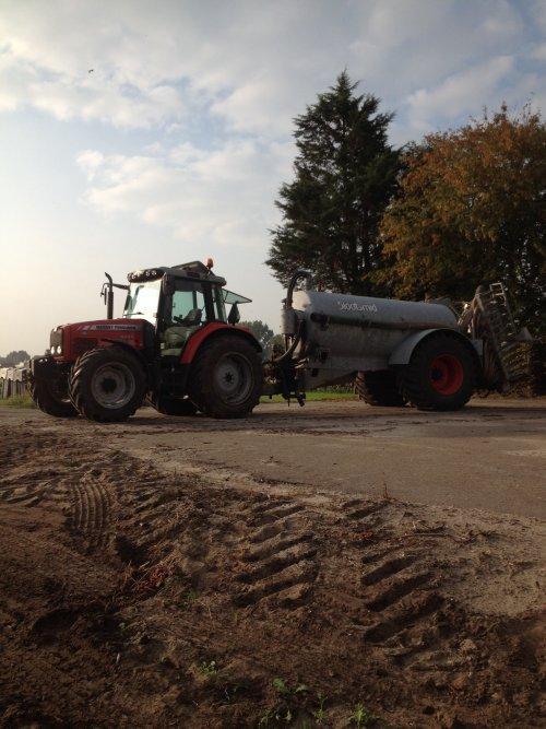 Massey Ferguson 5455 gier rijden op stage.. Geplaatst door trekkerfanz-h op 05-10-2014 om 17:56:28, op TractorFan.nl - de nummer 1 tractor foto website.