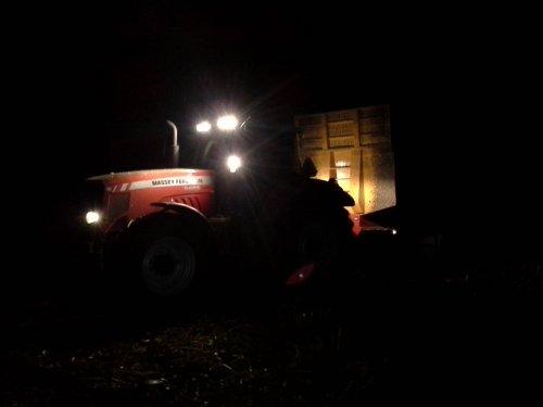 Foto van een Massey Ferguson 6485 Dyna 6.. Geplaatst door jmos op 05-11-2014 om 21:09:48, met 3 reacties.