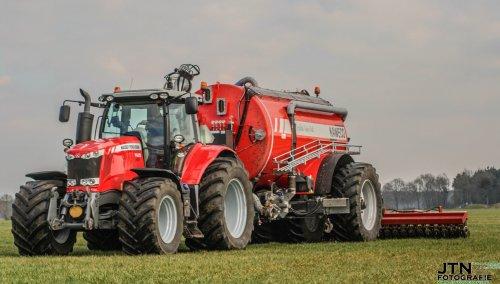 Melkveebedrijf Horenberg uit Heeten met zijn nieuwe Massey Ferguson 7620 Dyna-6 + nieuwe Kaweco Double Twin Shift aan het zodebemesten. Nu meer foto's op http://www.jtnfotografie.nl