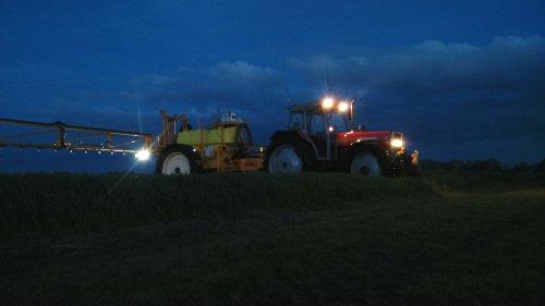 399 met Dubex Junior bij avond. Geplaatst door MaartenMandemaker op 04-06-2015 om 23:47:15, op TractorFan.nl - de nummer 1 tractor foto website.