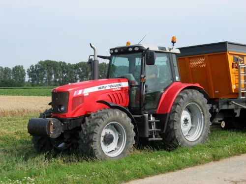Foto van een Massey Ferguson 5465.. Geplaatst door collin ihfan op 09-08-2015 om 12:13:31, op TractorFan.nl - de nummer 1 tractor foto website.