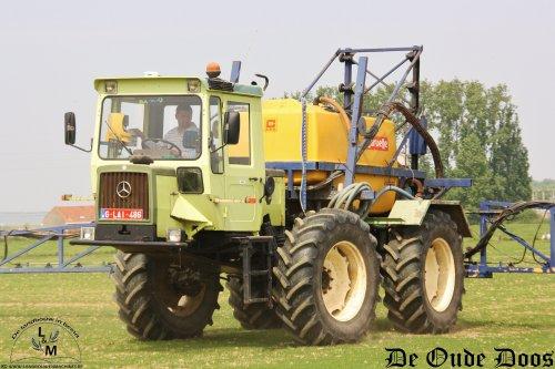 Elk jaar toveren we wel enkele knappe en unieke machines uit onze hoed, die we dan fotograferen en plaatsen op onze website De oude doos. Dit jaar kwam deze MB-Trac 1000 Pulvé in ons vizier. Deze machines werden vervaardigd in het laatste productiejaar van MB-Trac en er werden slechts 12 stuks van gebouwd. Enkele Pulvé's zijn in Frankrijk en Duitsland te vinden, dit is de enige die in België zou rondrijden, aldus de landbouwer. Meer vind je op http://www.deoudedoos.be